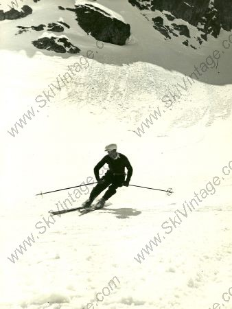 LE SKIEUR A LA CASQUETTE - photo originale de Karl Machatschek (1936)