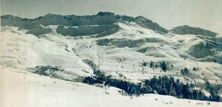 SAINT-FRANCOIS LONGCHAMP SOUS LA NEIGE (Savoie) - grande photo originale (ca 1965)