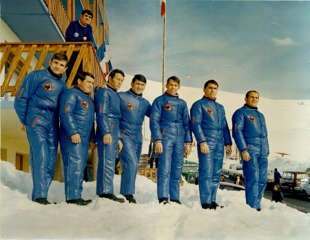 JEUX OLYMPIQUES GRENOBLE 1968 - L'EQUIPE DE FRANCE DE BOBSLEIGH A L'ALPE D'HUEZ - photo originale