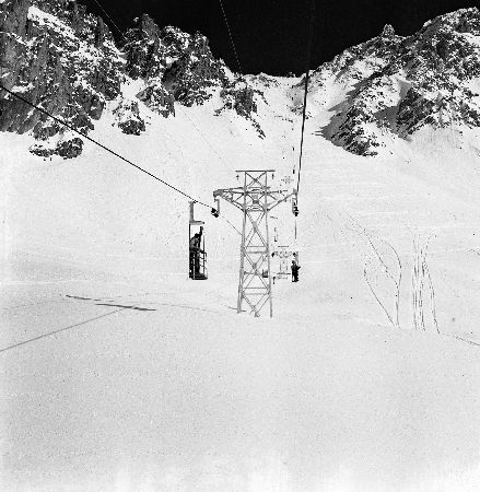 MERIBEL - DANS LES NACELLES DE BURGIN-SAULIRE - retirage photo Machatschek (1955)