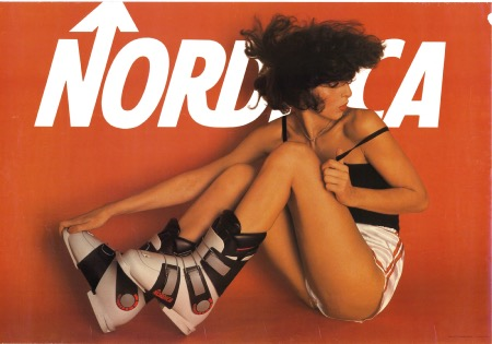 NORDICA SKI BOOTS - SEXY PIN UP - affiche originale (ca 1980)