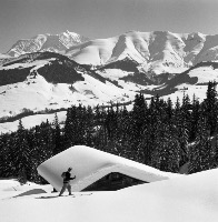 MEGEVE - SOLITUDE CONTEMPLATIVE DU SKIEUR - retirage photo Machatschek (1951)