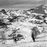 COL DE VARS - PLAISIR DU SKI AU REFUGE NAPOLEON - retirage photo Machatschek (ca 1953)