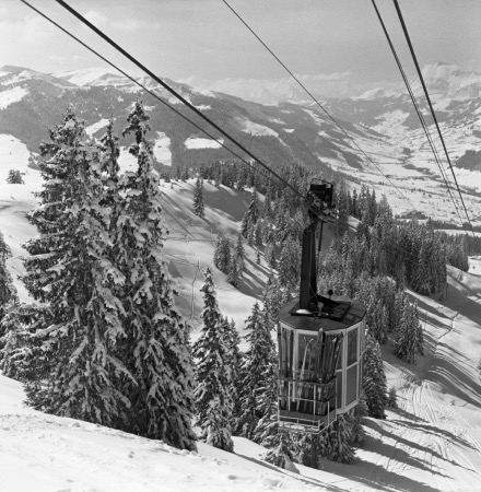 MEGEVE - ARRIVEE DE LA BENNE DU TELEPHERIQUE AU MONT D'ARBOIS - retirage photo Machatschek (1951)
