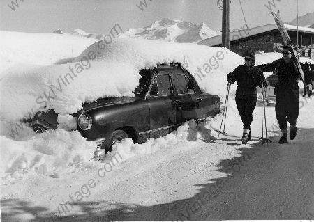 MA FORD TUDOR SEDAN 1950 OU LES JOIES DE LA NEIGE A COURCHEVEL - photo originale de Karl Machatschek