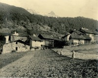 LES ALLUES (MERIBEL) - SCENE PAYSANNE - photo originale (ca 1950)