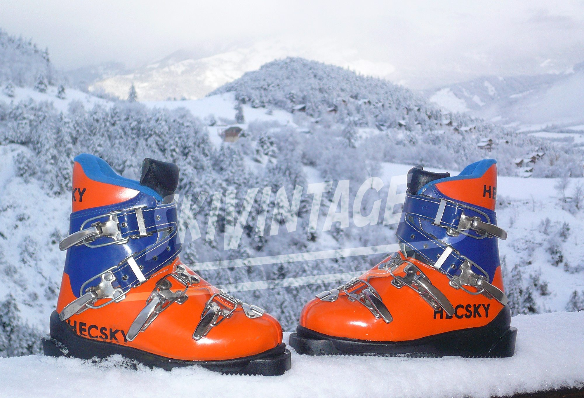 chaussures de ski junior vintage marque hecsky paire de chaussures de ski enfant ca 1970. Black Bedroom Furniture Sets. Home Design Ideas