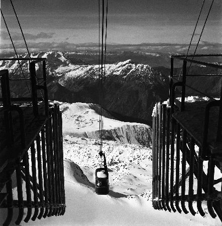 L'ALPE D'HUEZ - TELEPHERIQUE DU PIC BLANC, ARRIVEE DE LA BENNE - retirage photo originale (1964)
