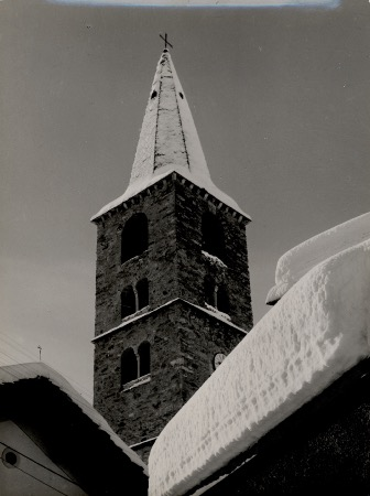 VAL D'ISERE - LE CLOCHER DE L'EGLISE SOUS LA NEIGE - photo originale (ca 1950)