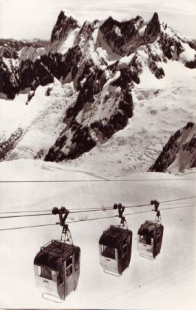 "ACCIDENT DU TELEPHERIQUE DE LA VALLEE BLANCHE A CHAMONIX - photo de presse ""Associated Press"" (1966)"