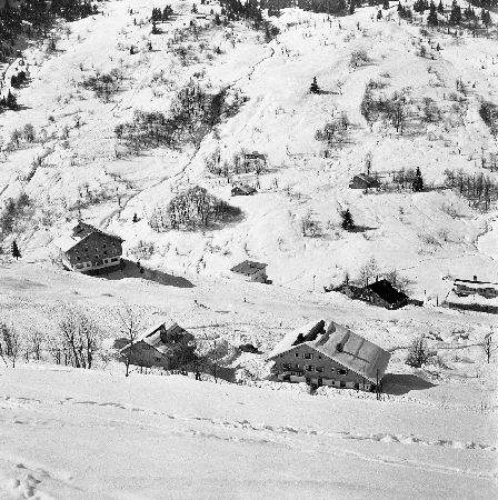MERIBEL - AU DEBUT DE L'HISTOIRE... QUELQUES MAISONS - retirage photo Machatschek (1955)