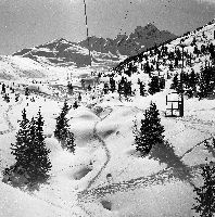 COURCHEVEL 1850 - EN ROUTE POUR LE SKI... NACELLES DES VERDONS - retirage photo Machatschek (1955)