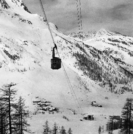 VAL D'ISERE - LE TELEPHERIQUE DE SOLAISE ET LE JOSERAY - retirage photo Machatschek (1951)